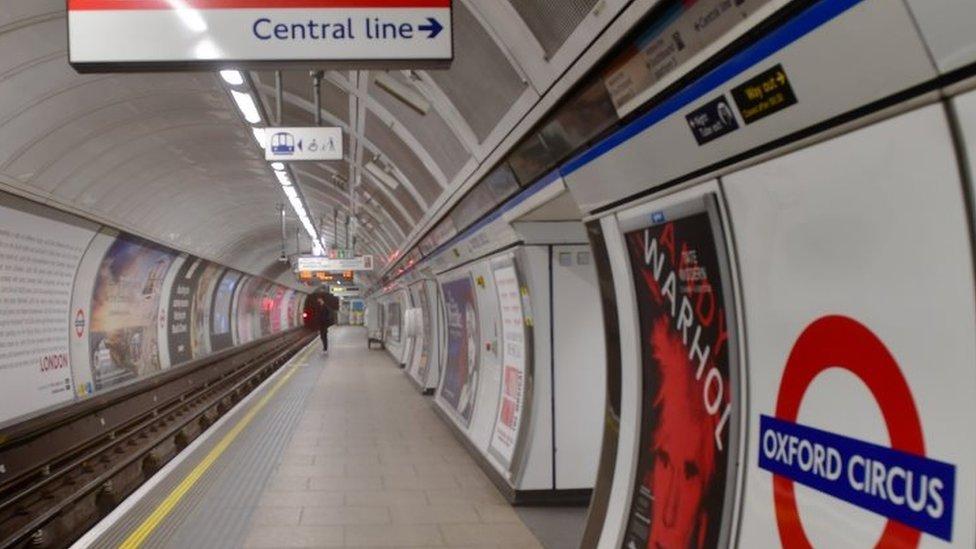 英國倫敦空蕩蕩的地鐵站