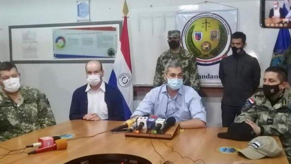 Mario Abdó y otros jefes de seguridad en una rueda de prensa