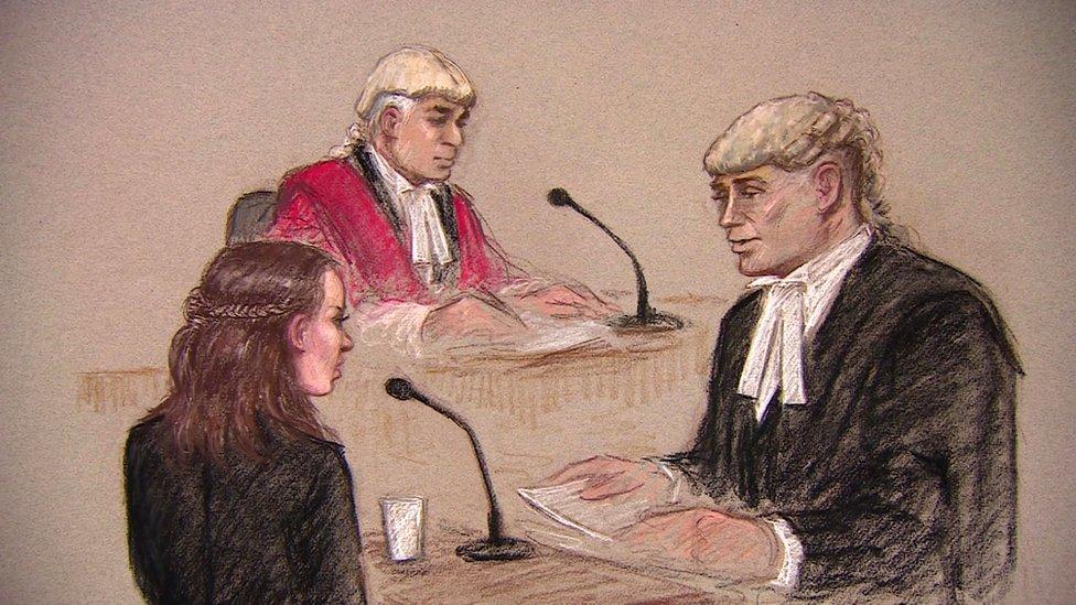 英國倫敦一場刑事案件庭審盤問證人過程的素描(23/5/2017)