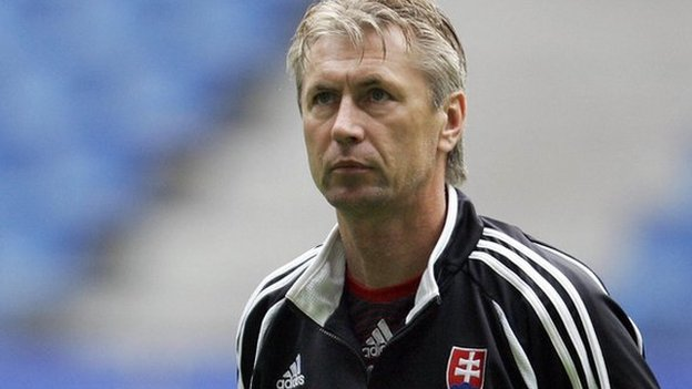 Jan Kocian durante su etapa como entrenador de Eslovaquia.