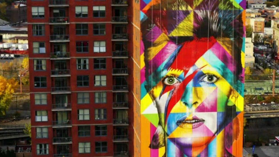 The Brazilian street artist who brings history to graffiti