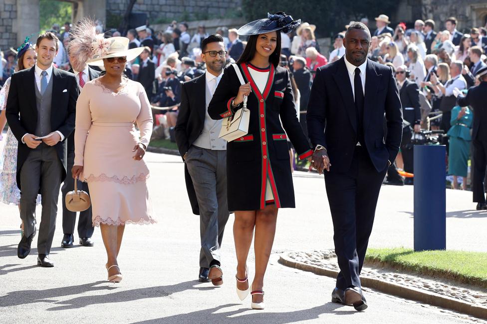 El actor británico Idris Elba y la estrella de la televisión estadounidense Oprah Winfrey fueron algunos de los invitados a la boda.