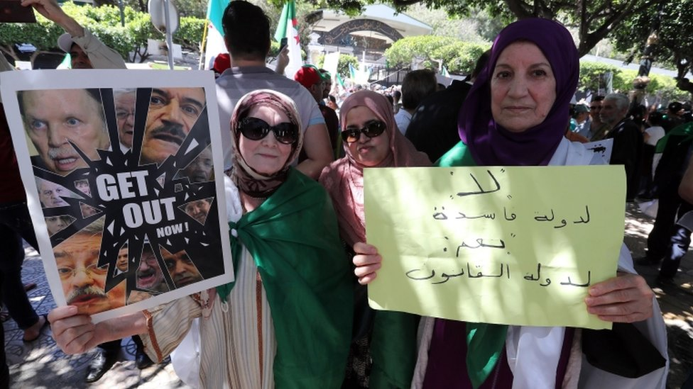 متظاهرون في الجزائر