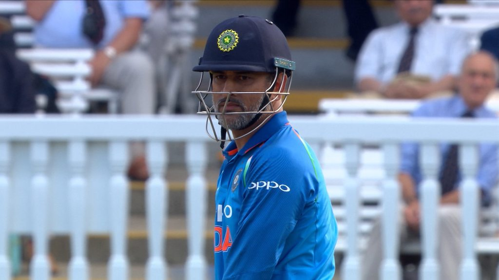 England v India: MS Dhoni booed at Lord's for refusing to run