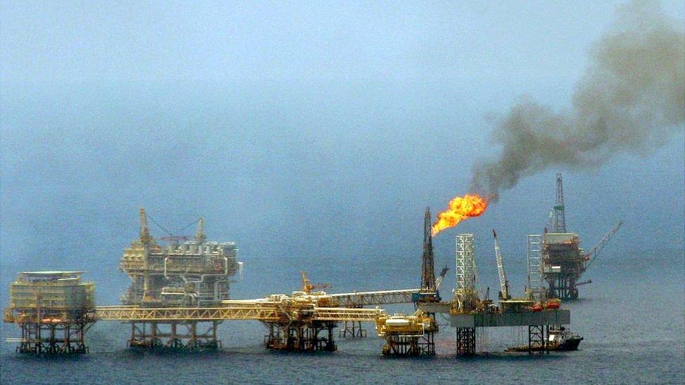 Las plataformas marítimas de Pemex son blanco de piratas.
