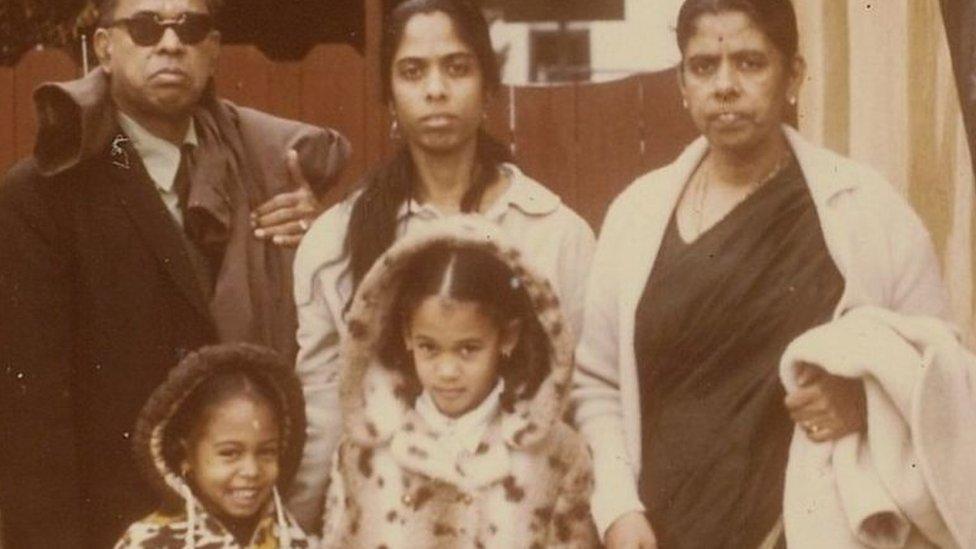 كامالا مولودة لأبوين مهاجرين، الأب من جامايكا والأم من الهند