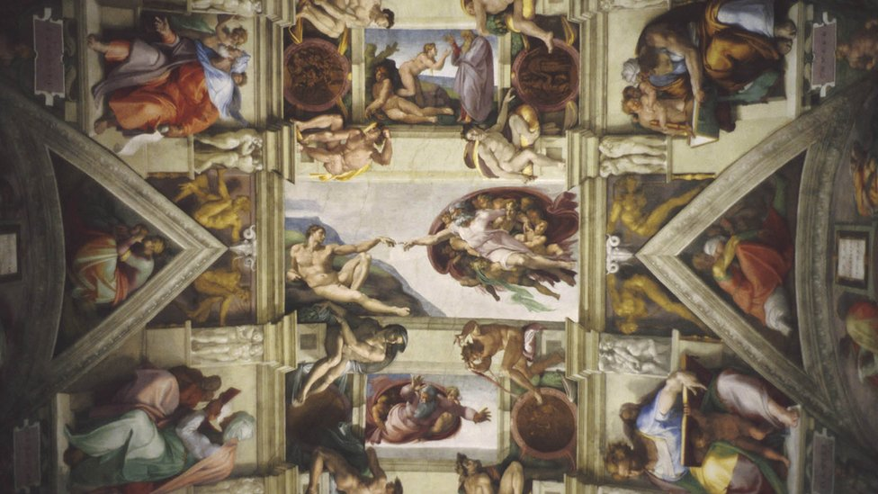 Capilla Sixtina, con la creación en el centro, de Miguel Ángel