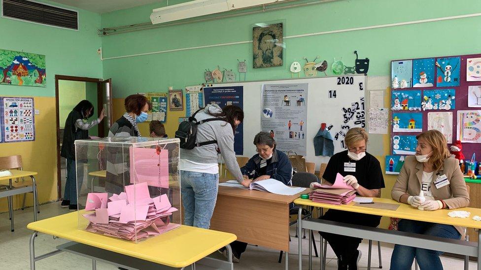 Detalj sa glasačkog mesta u Boru na istoku Srbije