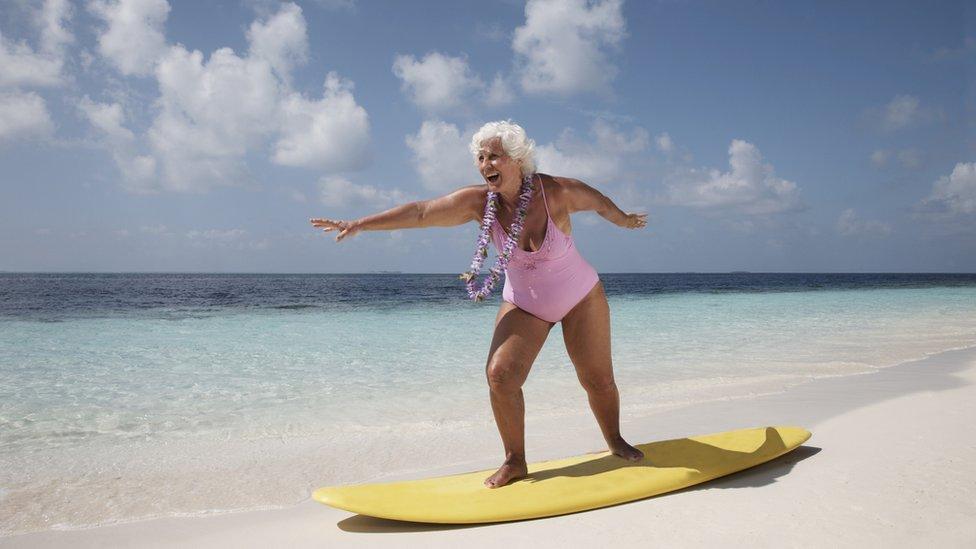 aprendiendo a hacer surf