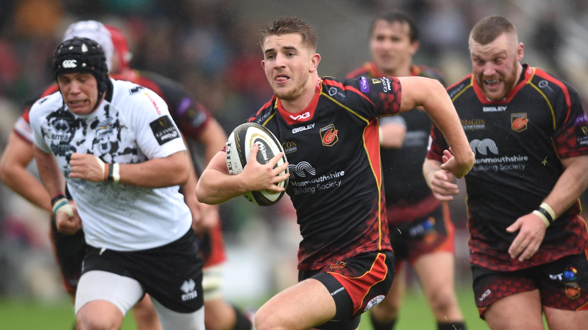 Robson & Howells tries help Dragons beat Zebre