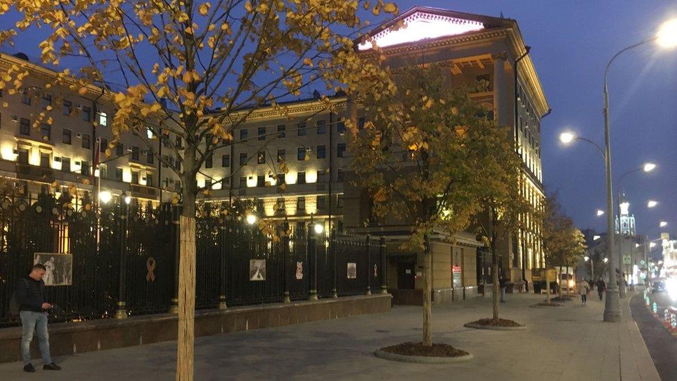 СК сообщил о нападении на полицейских у здания МВД в Москве