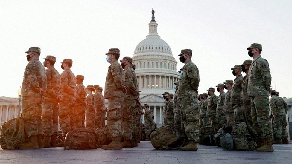 Guardia Nacional frente al Capitolio en Washington DC