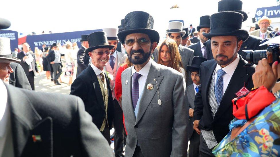 El jeque Mohammed bin Rashid al Maktoum en una de las carreras de caballos en Inglaterra