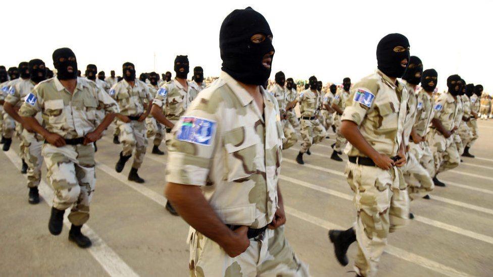 قوات موالية لحفتر في عرض عسكري العام الماضي