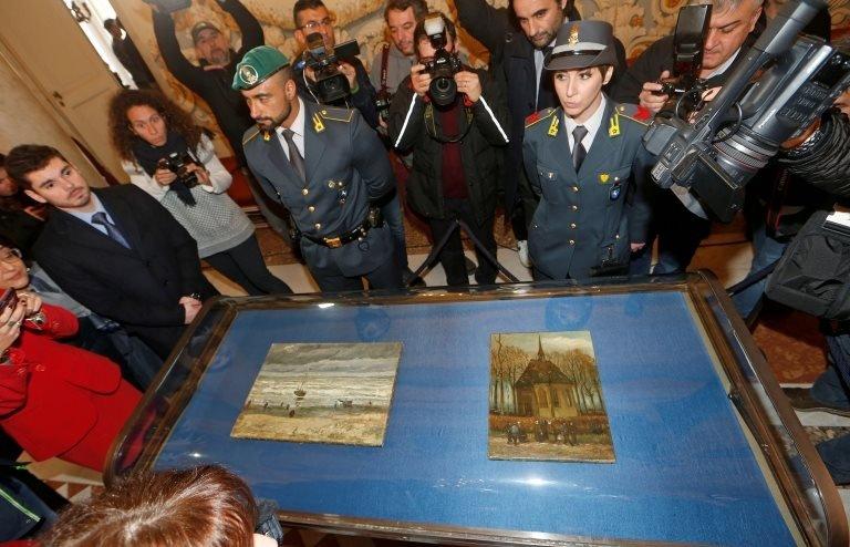 2016'da Imperiale'nin evinde bulunan Van Gogh tabloları