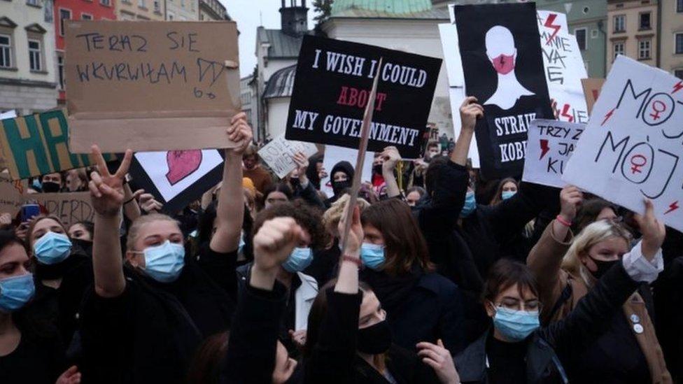 متظاهرون مؤيدون لحق الإجهاض في بولندا
