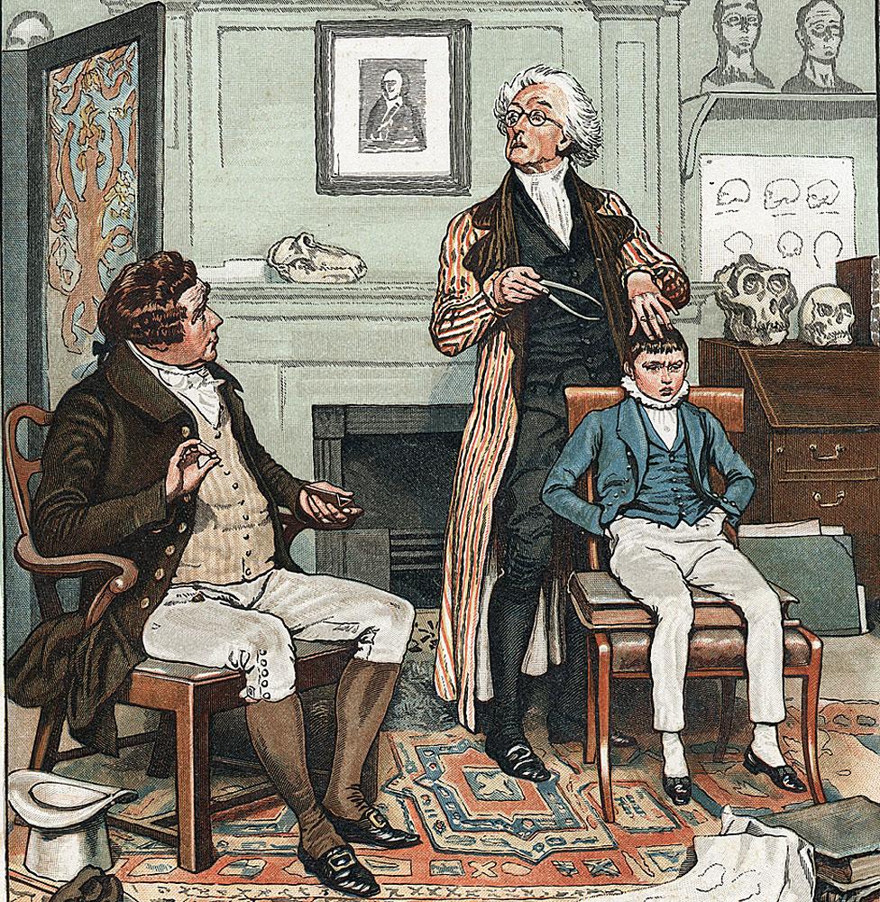 Revisando la cabeza de un niño para evaluar su futuro. En la pared está la imagen de Gall (1757-1828), fundador de la teoría de que la forma del cráneo está relacionada con la capacidad y el comportamiento intelectual. Ilustración de 1886 por Frank Dadd.