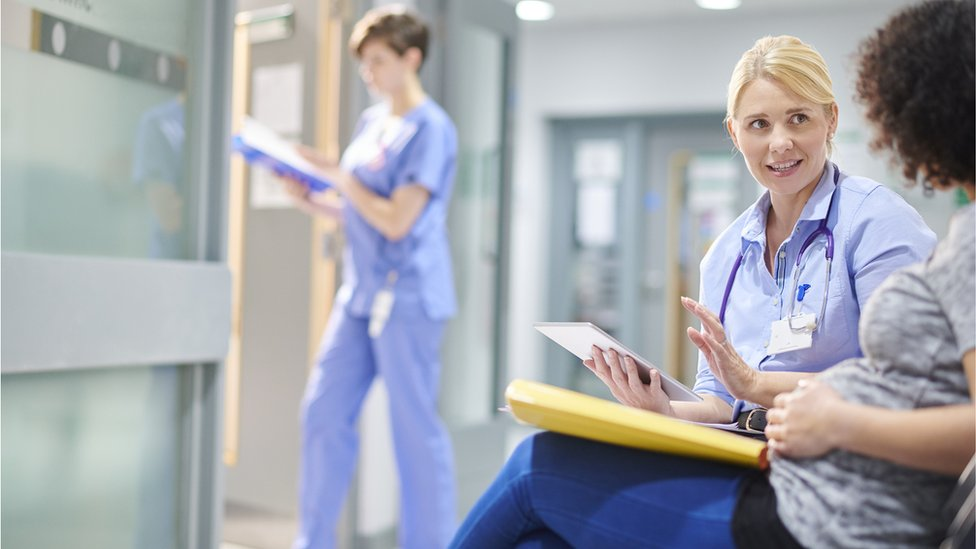 Review to 'eliminate gender pay gap among doctors'
