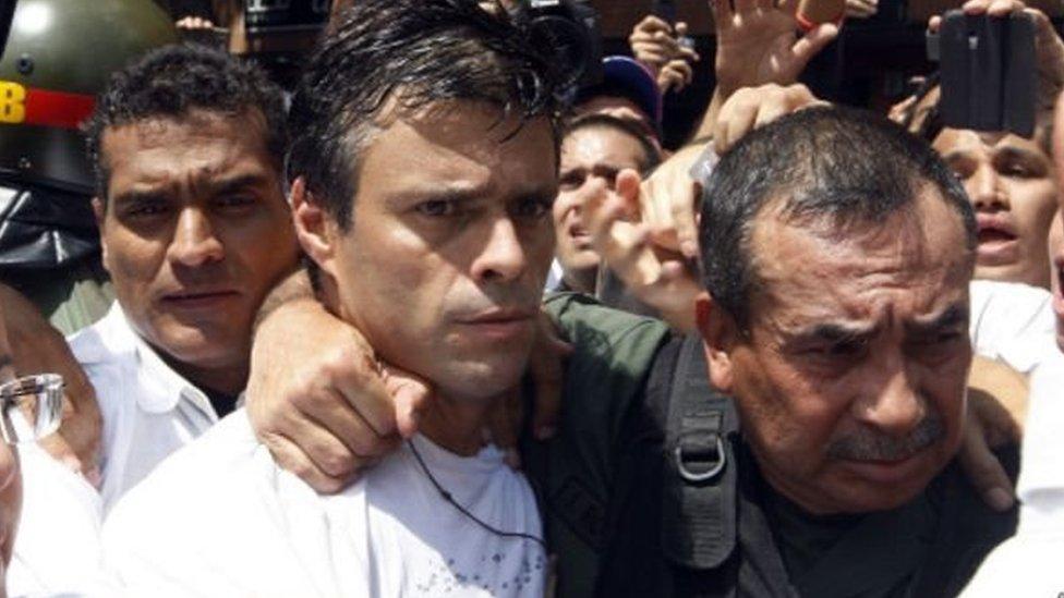 Leopoldo López el día de su entrega a las autoridades