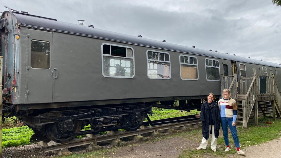 Zoe and Jess are now renovating a disused train carriage and turning it into a café.