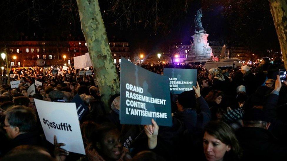 Protestanti tokom šetnje u Parizu