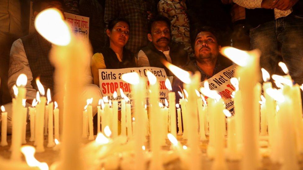 क्या भारत में देर से मिलता है रेप पीड़िताओं को इंसाफ़?