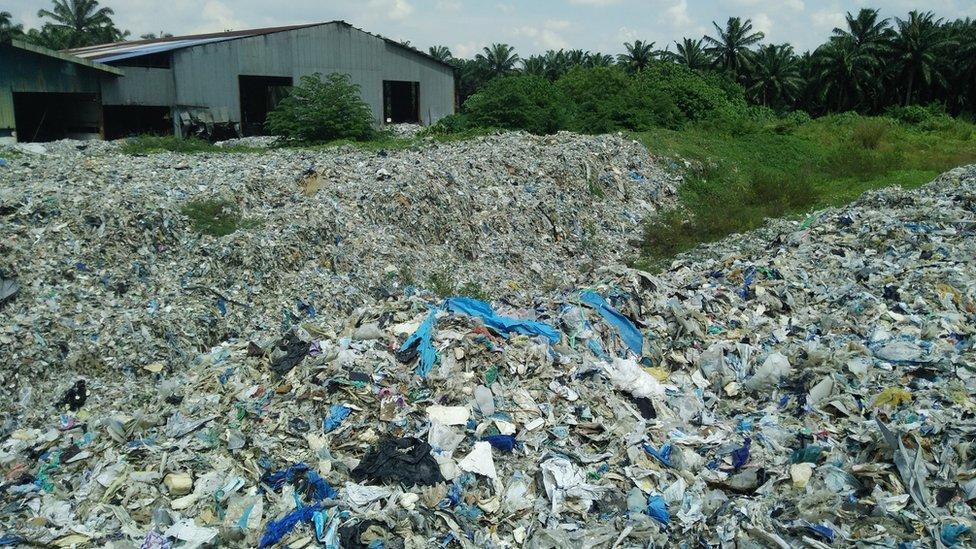 Residual waste dumped in Sg Rambi