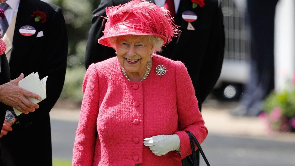 Kraljica na hipodromu Askot