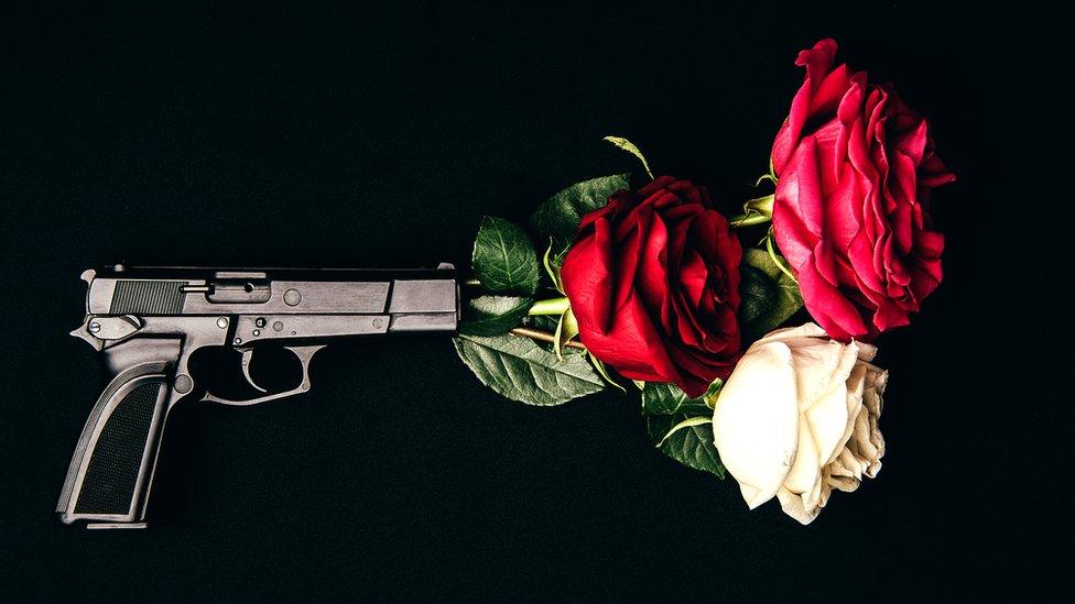 Armas o flores... da lo mismo.