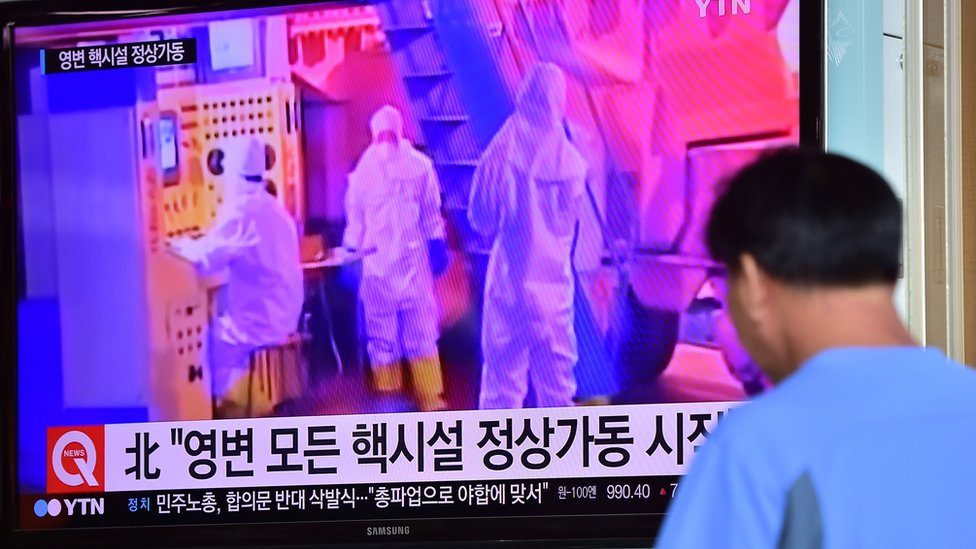 Man in Seoul watches TV report on Yongbyon nuclear plant. 15 Sept 2015