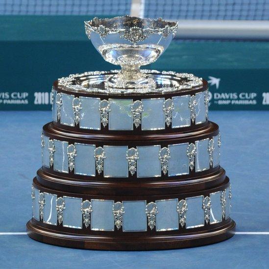 El trofeo en la actualidad incorpora a cada uno de los ganadores en los 118 años de historia.
