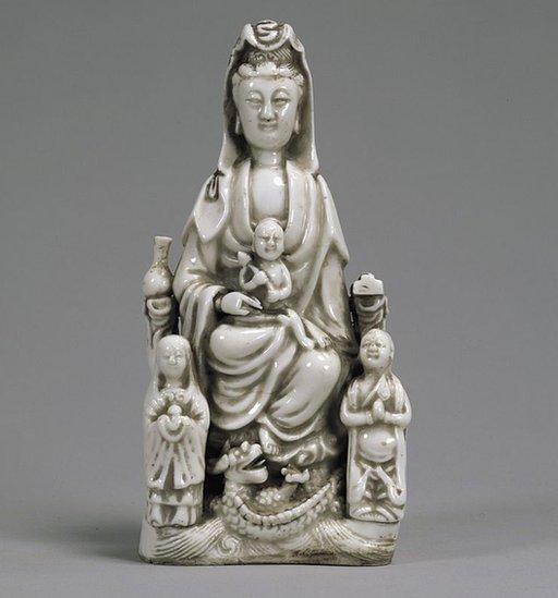 Maria Kannon, una figura del siglo XVII en la colección del Museo Nacional de Tokio.