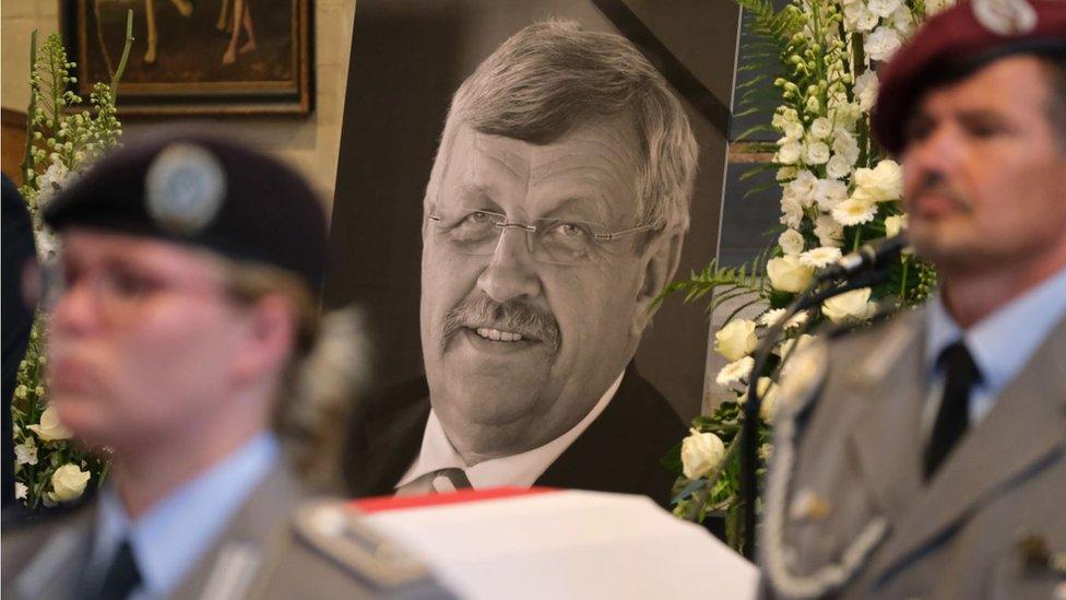 أثار مقتل والتر لوبك مخاوف من اليمين المتطرف.
