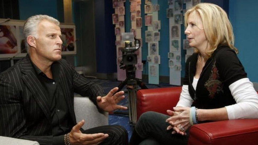 De Vries en una entrevista