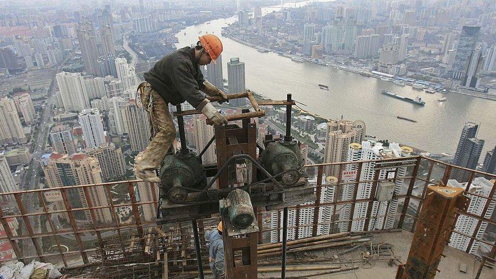 一名中國建築工人。
