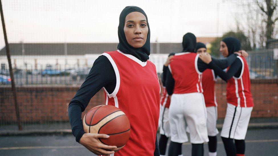 Асма Ельдабаві боїться, що молоді дівчата ніколи не навчаться любити своє тіло