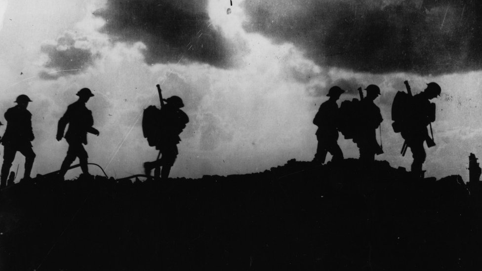 British troops moving across the trenches in WW1