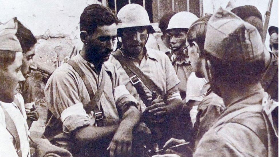 Soldados republicanos en la Guerra Civil Española (1939)