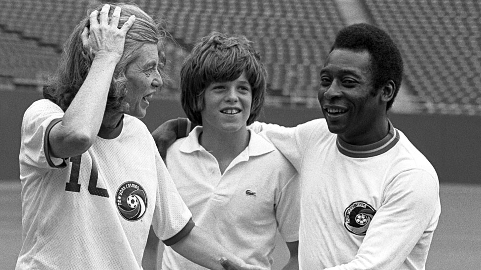 Eunice Kennedy con Pelé y un niño no identificado en 1971