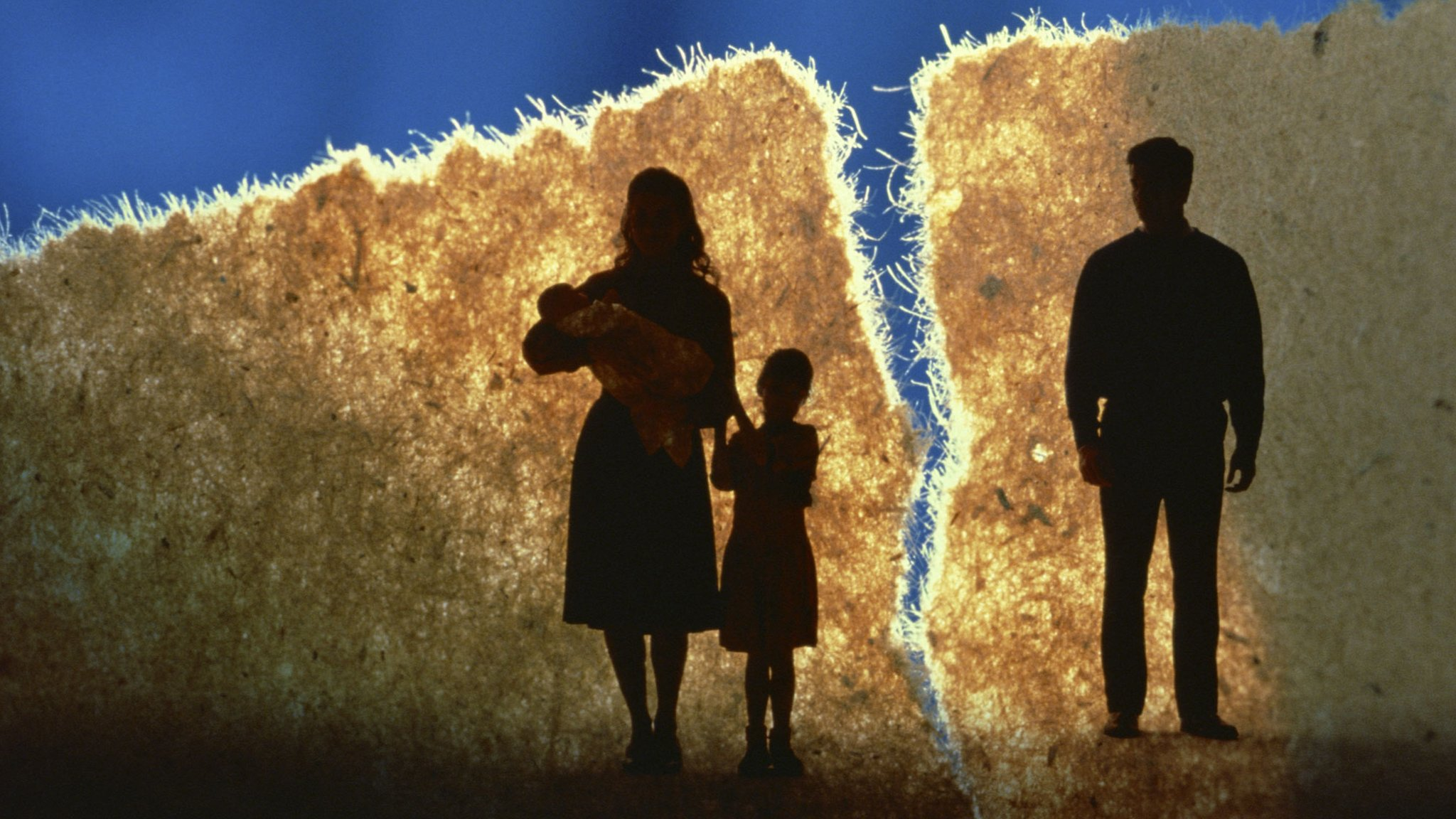 Silhouette of a split family