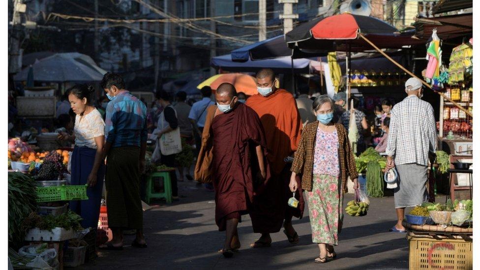 سوق في ميانمار