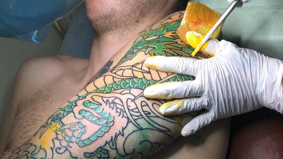 日本で入れ墨をしたい、伝統技術を求めて海外から続々 日本の意識は ...