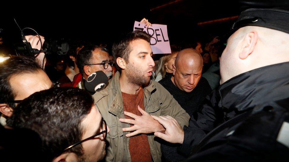 Protestas ciudadanas exigen la dimisión del primer ministro de Malta por el caso de Daphne Caruana Galizia.