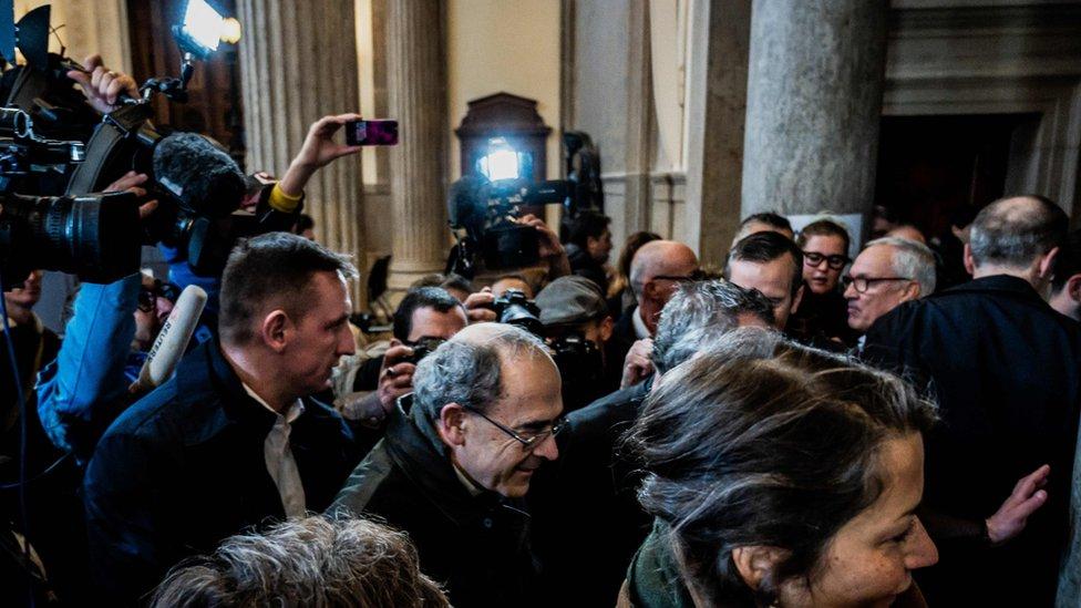 El sacerdote francés Pierre Barbarin llega a su audiencia
