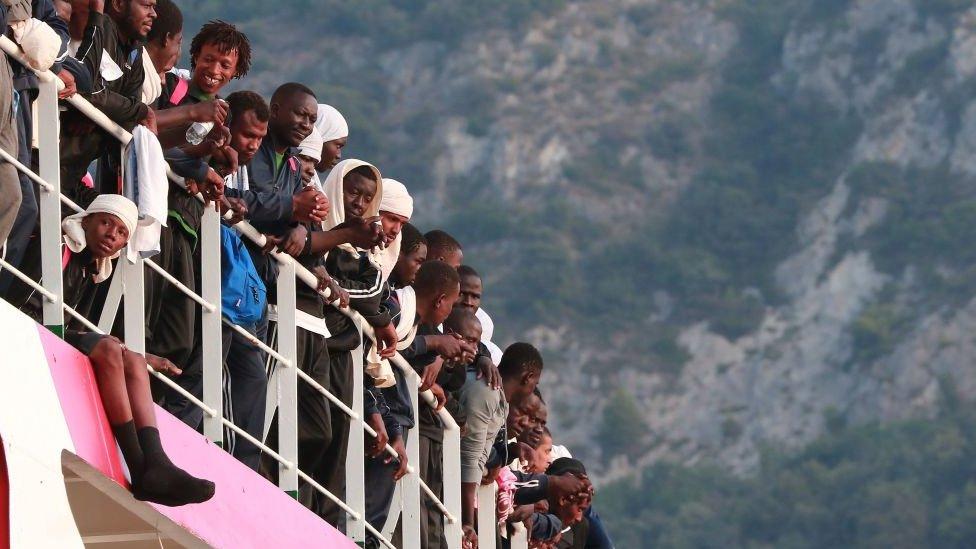 Brod sa migrantima pristiže u julu 2017. godine