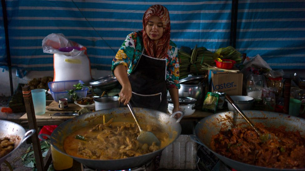 Una mujer musulmana en Kuala Lumpur.