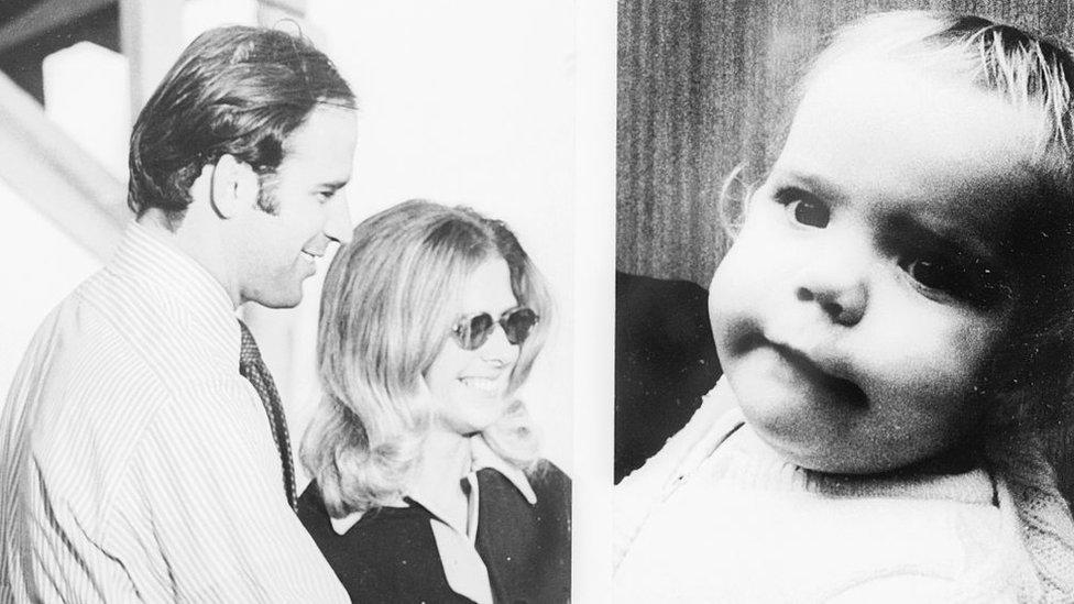 Joe Biden, su primera esposa y su hija. Ambas fallecieron en un accidente automovilístico en 1972.