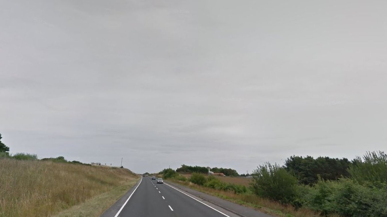 A165 crash: Man dead and woman seriously injured
