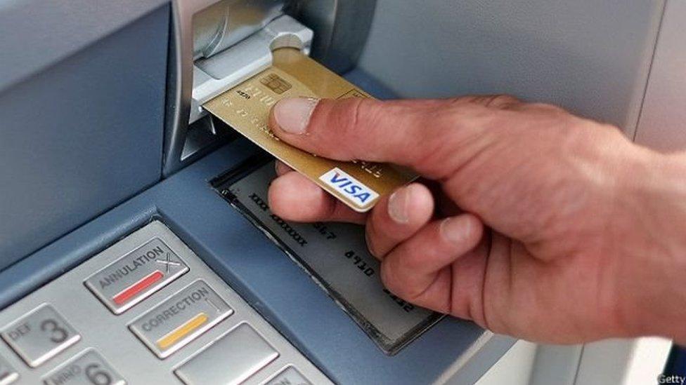 ट्रांज़ैक्शन फ़ेल होने पर समस्या न सुलझाई तो आपको हर्जाना देंगे बैंक - प्रेस रिव्यू