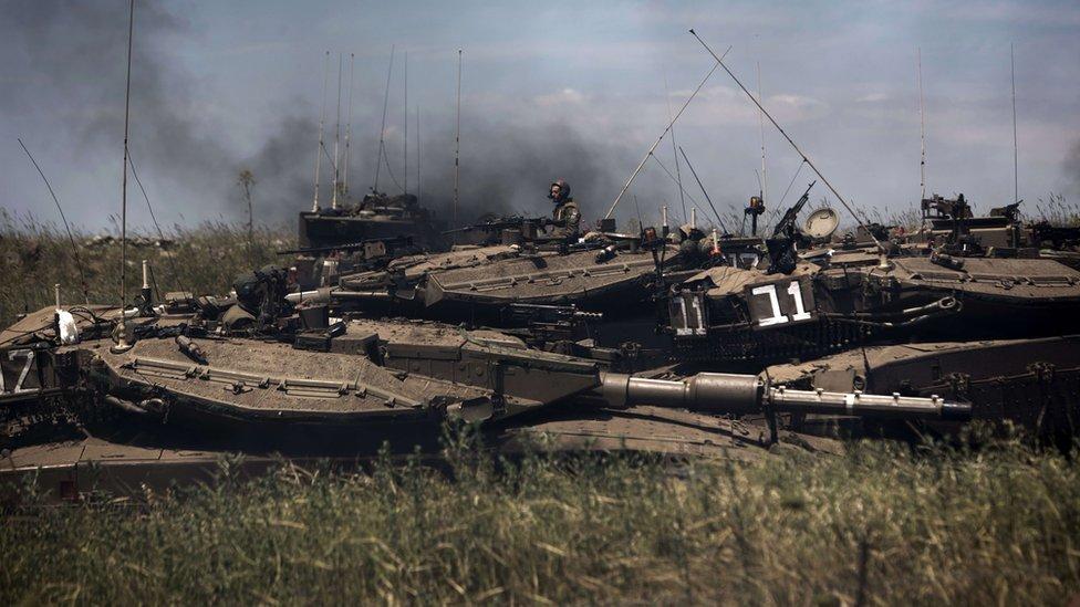دبابات إسرائيلية أثناء مناورات في الجولان عام 2013